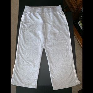 NIKE SZ Large Gray/White Capri Sweats-Workout